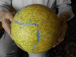 Südamerika und Afrika zusammen in den Händen von Klaus Vogel