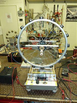 Bedini-Magnet-Motor-Generator in der Werkstatt von Guy Hary